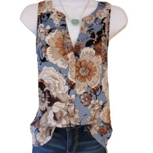 Sanctuary Like New Sleeveless Floral Top. Size M